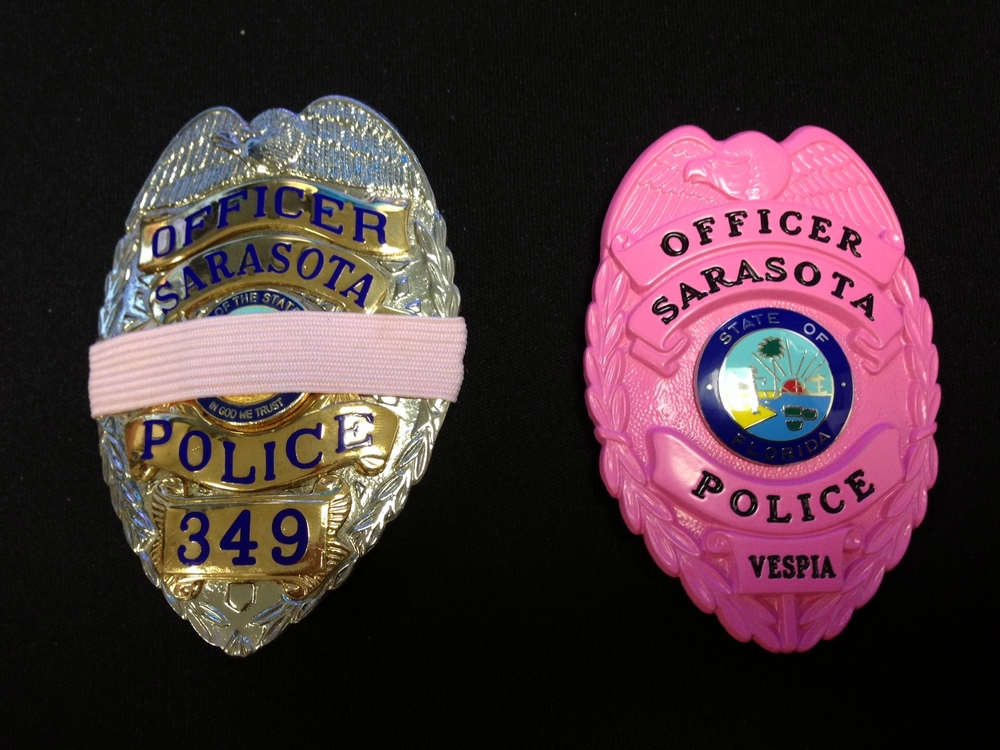 Ideal Sarasota Police Officers to voluntarily wear pink badges, shrouds  CY88