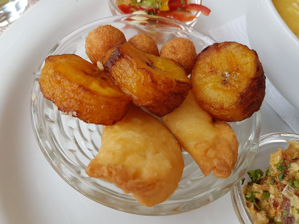 Tiny cheese empanadas and fried plantains are also part of the Fanesca soup tradition.