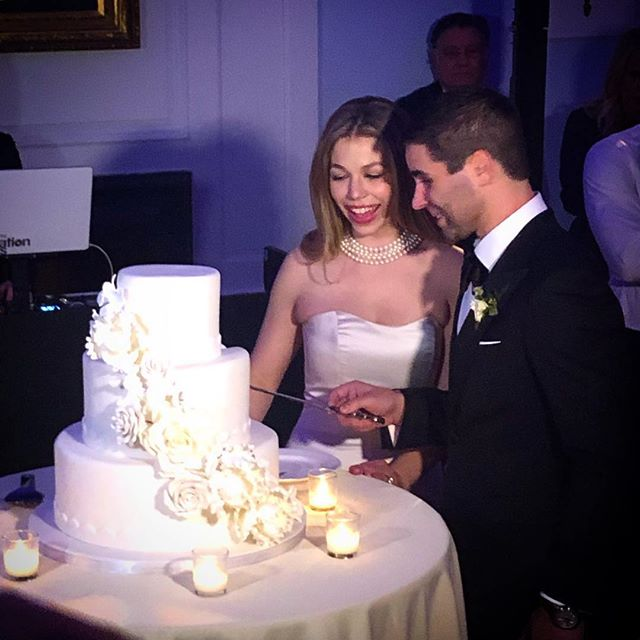 A warm and intimate wedding for a beautiful couple. Tierney & Alex♥️🍾. @dj_jasonfioto rocked the house with his amazing talent. . . . . .#indiahouse #lovefilledthehouse #floraldesignVerdeflowers #eventplanner #weddings #coldnightwarmhearts♥️
