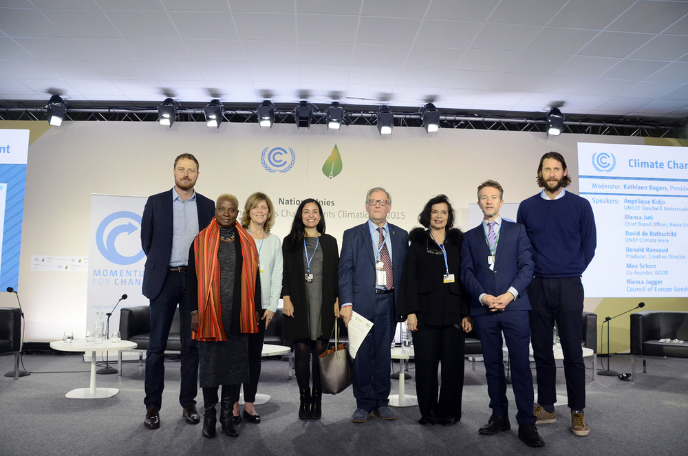 Participants of the High-level Climate Change Communication event at COP21 (R to L): Max Schorr, Angelique Kidjo, Kathleen Rogers, Blanca Juti, Donald Ranvaud, Bianca Jagger, Nick Nuttal, David de Rothschild. Photo credit: Max Edkins