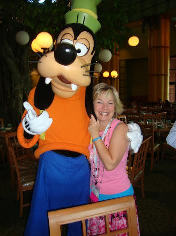 At RWA I was having lunch in Orlando with NYT bestselling author Kristan Higgins when Goofy happened by. We stopped for a photo op.