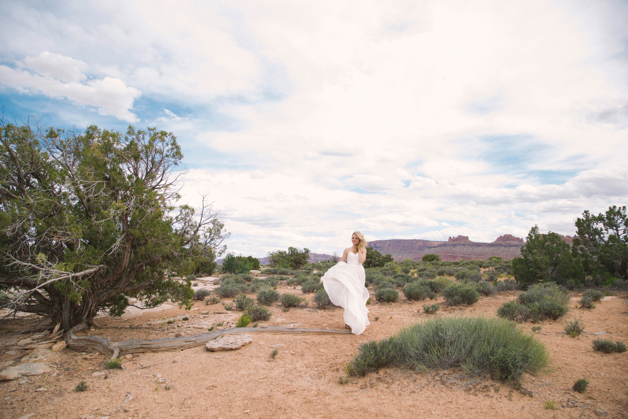 MARIACORONAPHOTOGRAPHY_MOAB_WEDDING_046.JPG