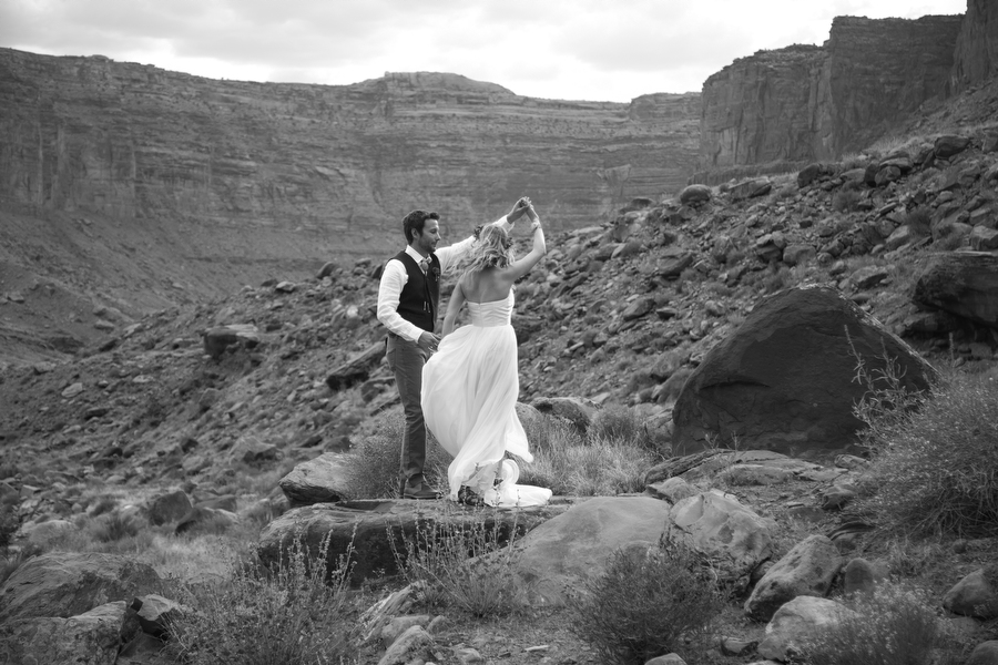 MARIACORONAPHOTOGRAPHY_MOAB_WEDDING_086.JPG