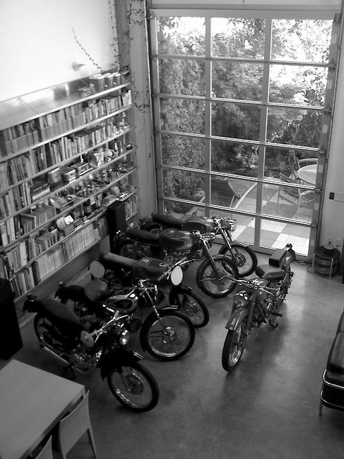 BOOKSHELF MOTORBIKES ITCHBAN.COM