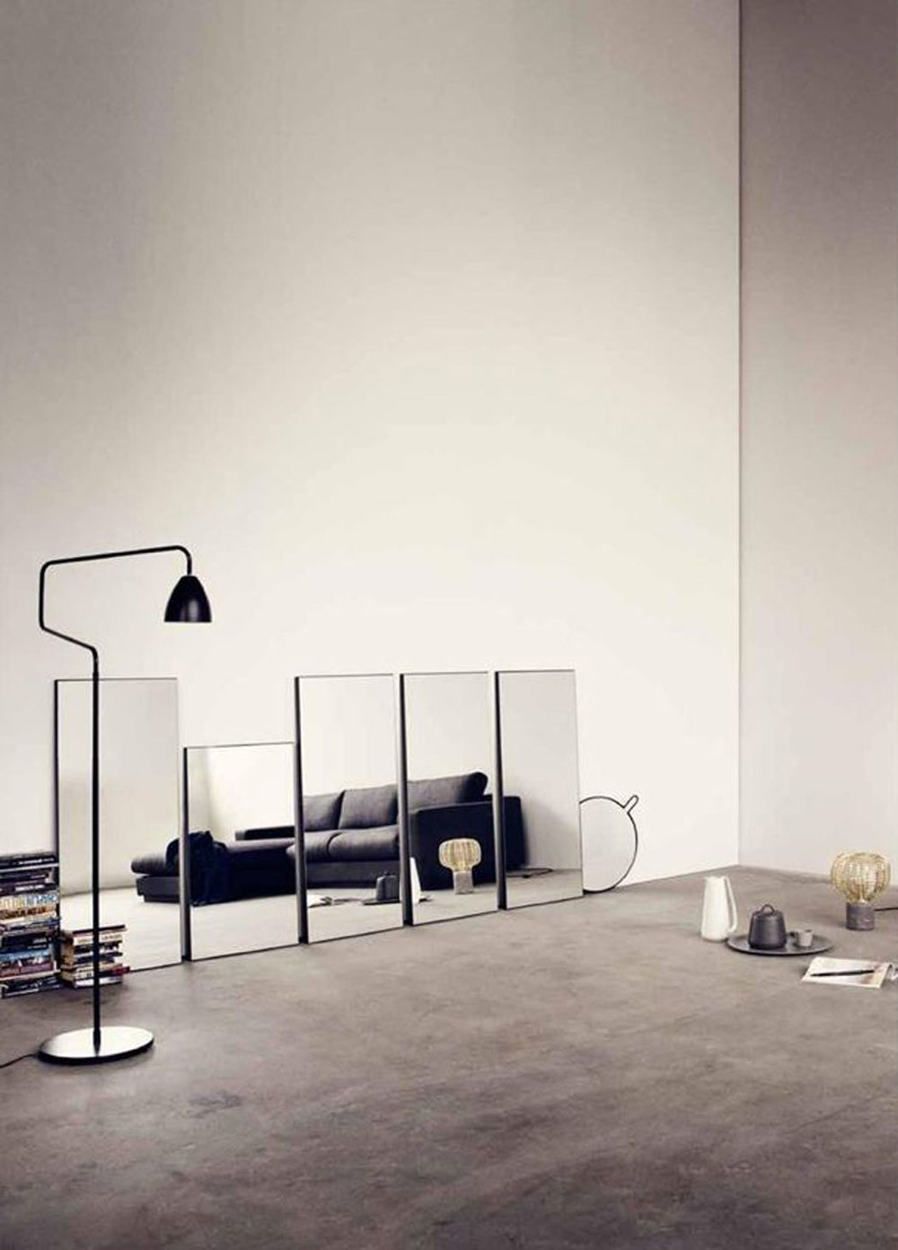 HERO-LOUNGE-ROOM-MIRROR-COUCH-LAMP-ITCHBAN.COM.jpg