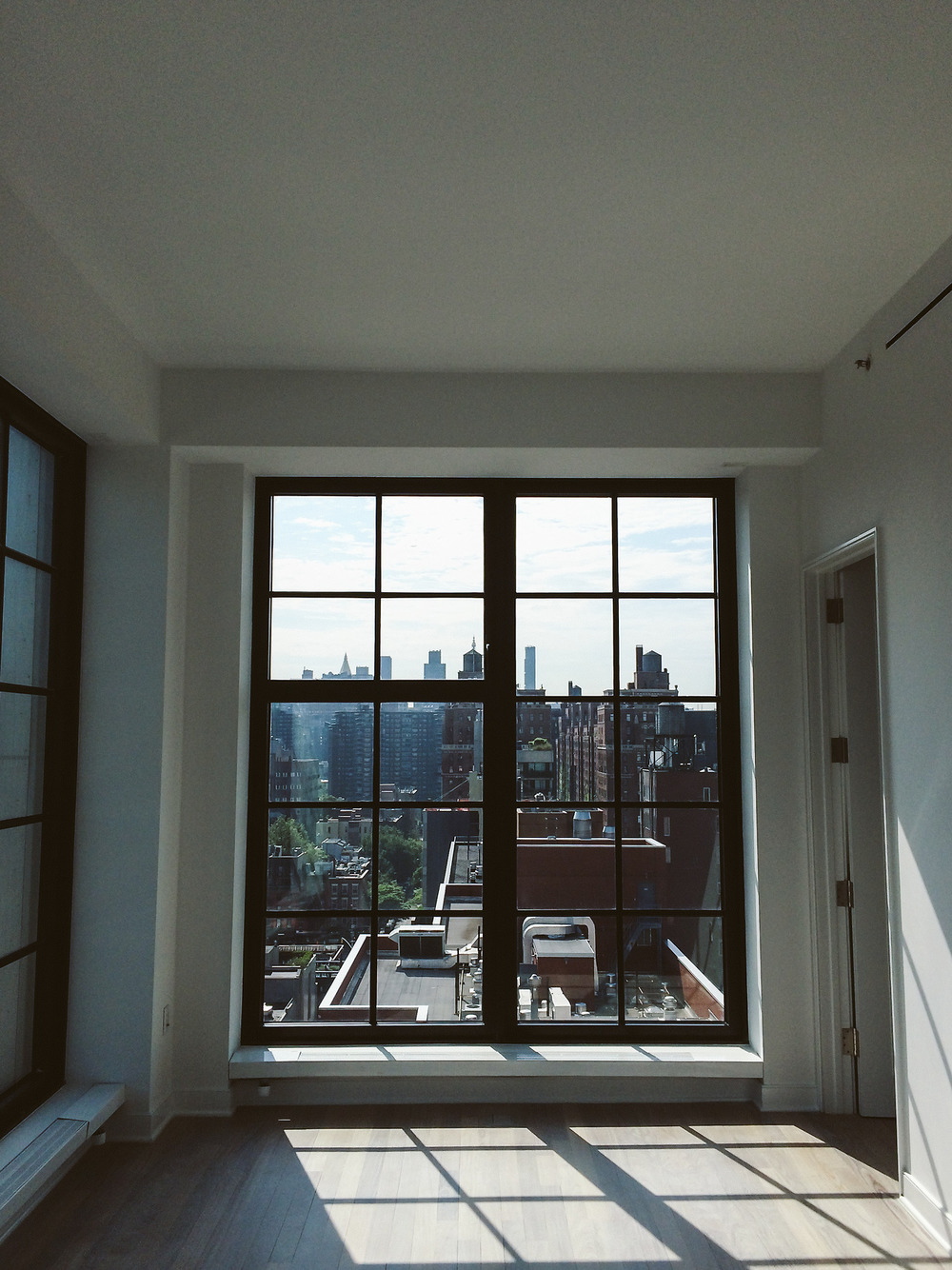 Apartment with big window with a view ITCHBAN.com