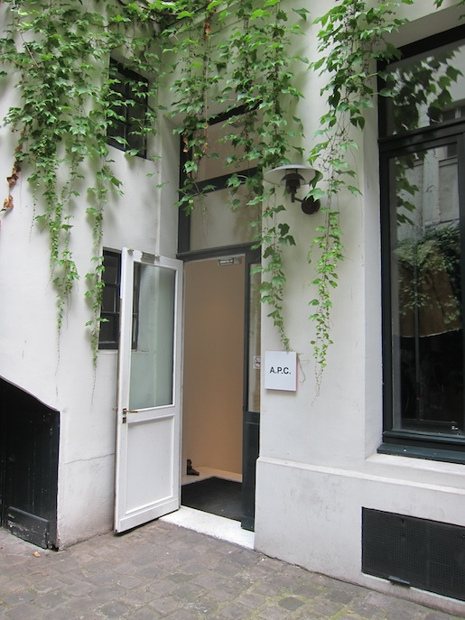 APC PARIS store design ITCHBAN.com