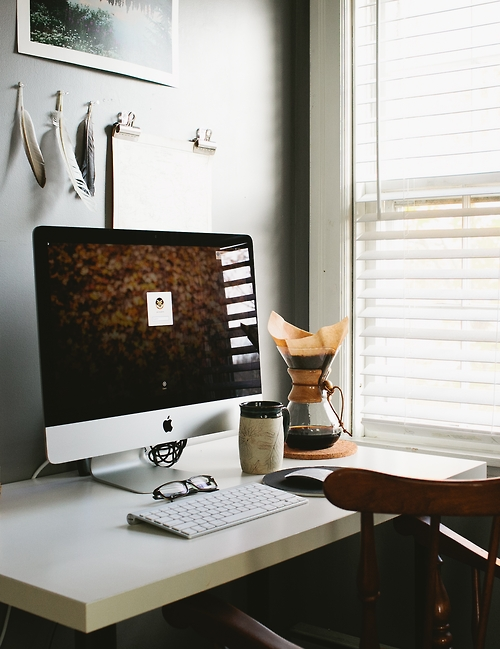 iMac desktop workspace ITCHBAN.com