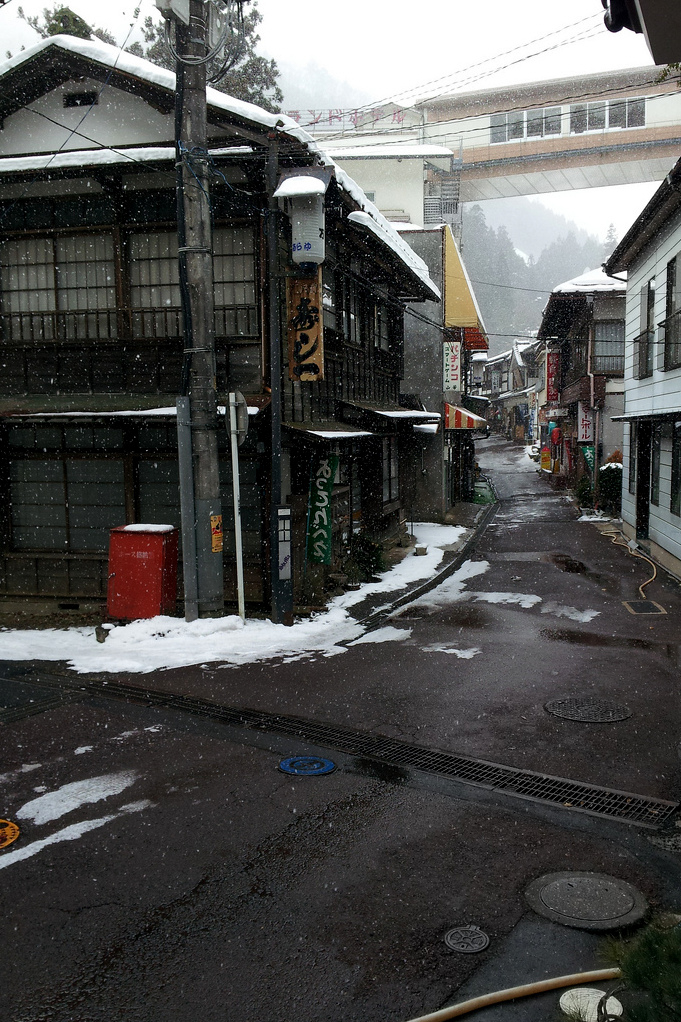 Snowing Japan town buildings ITCHBAN.com