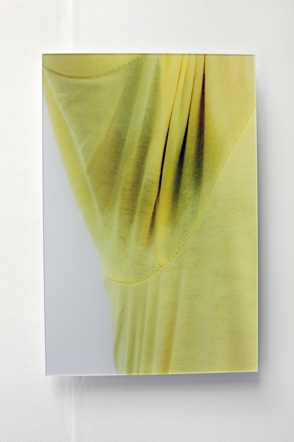 Sweat-stress (armpit left/bright-yellow), Ultrachrome print with diasec, edition of 4+2ap, 20 x 30 cm