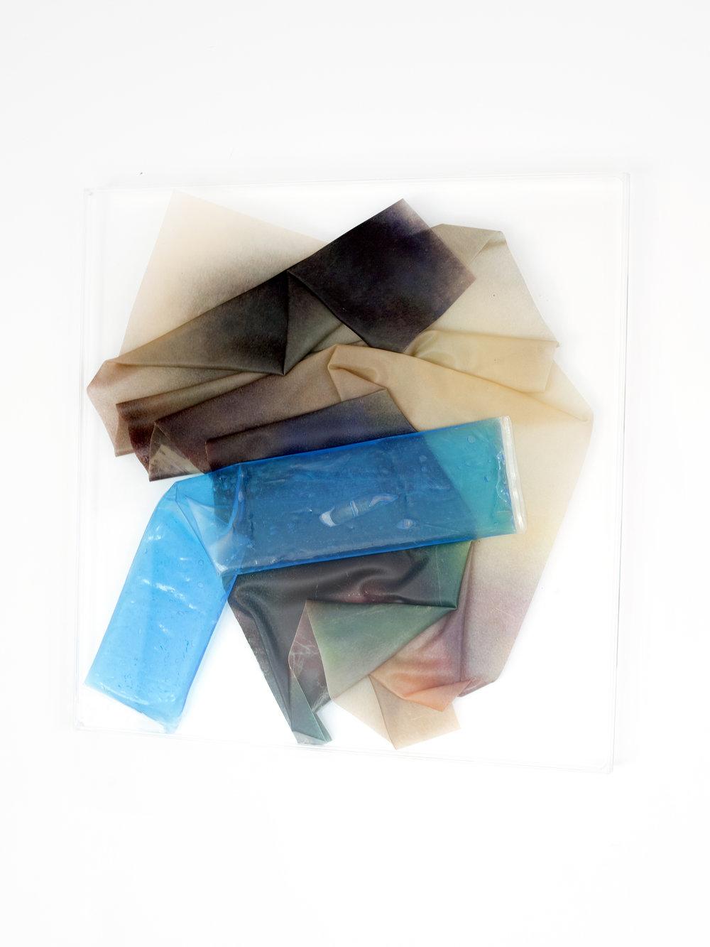 LOW KEY, 2018, sculpture (unique), 48 X 48 X 1,6 cm, inkjetprint on latex, transparent acrylic, gel in plastic