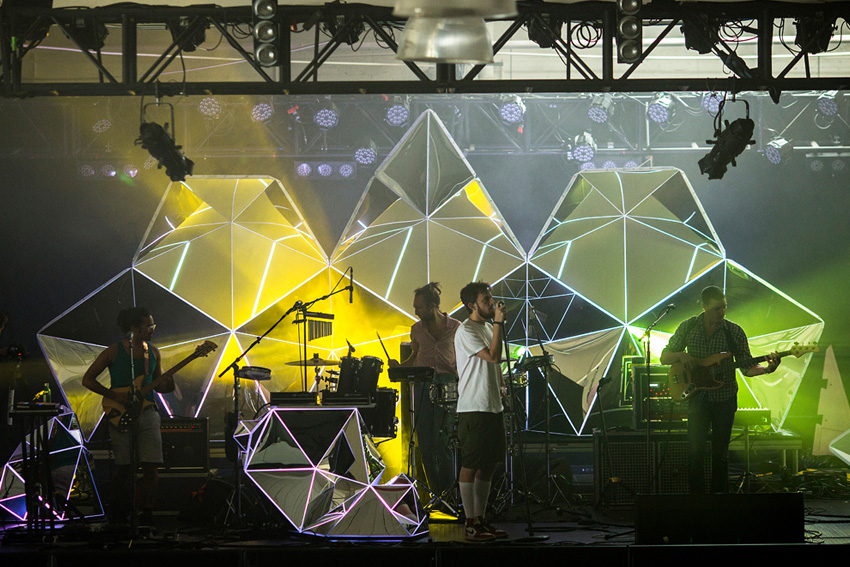 Asteriskos-yeasayer-digital-fabrication-creatorsproject-arandalasch-stage-fragrantworld-caseyreas-processing-rehearsal-check.jpg