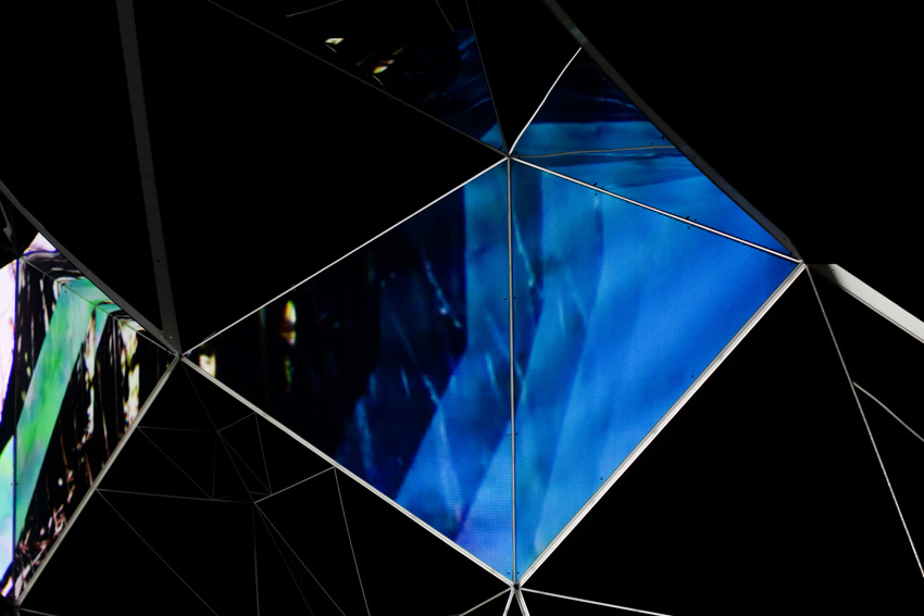 Asteriskos-yeasayer-digital-fabrication-creatorsproject-arandalasch-stage-fragrantworld-caseyreas-processing-projection.jpg