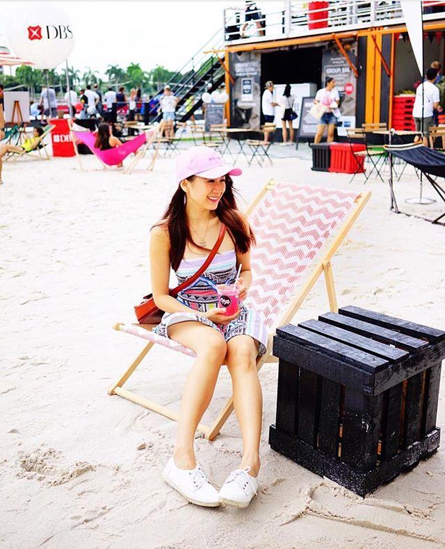 @zoeraymondtan at #DBSMarinaRegatta's Urban Beach enjoying a cool #Citizenpop's Mad Flamingo.  @thelocalpeoplesg X @dbsmarinaregatta 2016, May 28-29 and June 4-5, from 11am - 10pm.  The Promontory @ Marina Bay.  #citizenpopsodabar