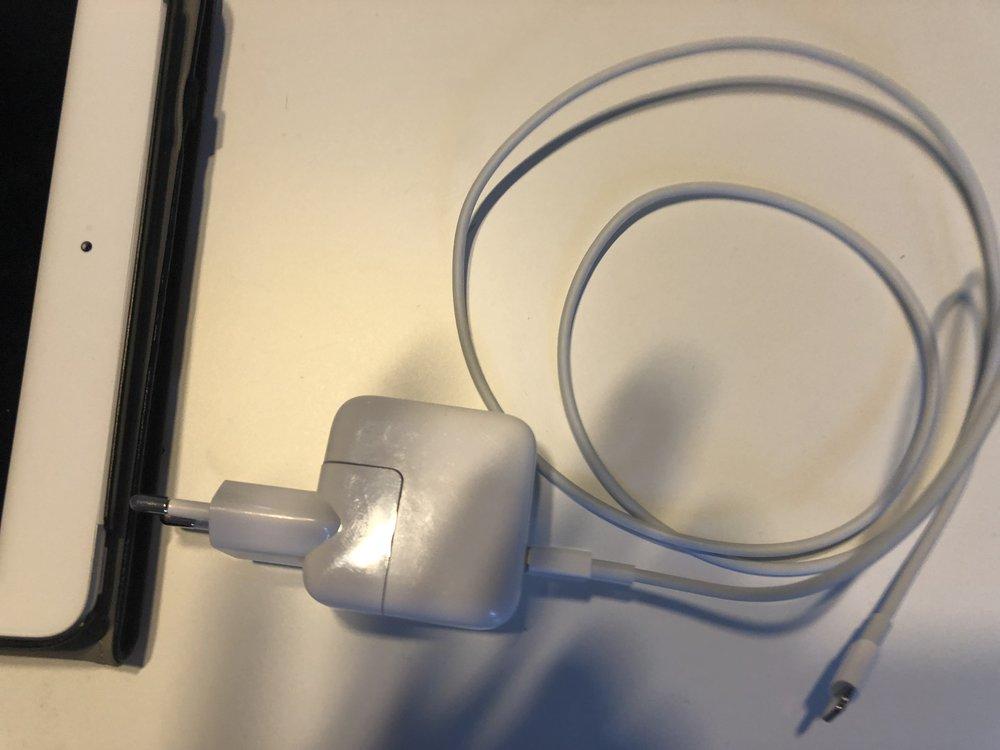 60W iPad Powerbrick 1