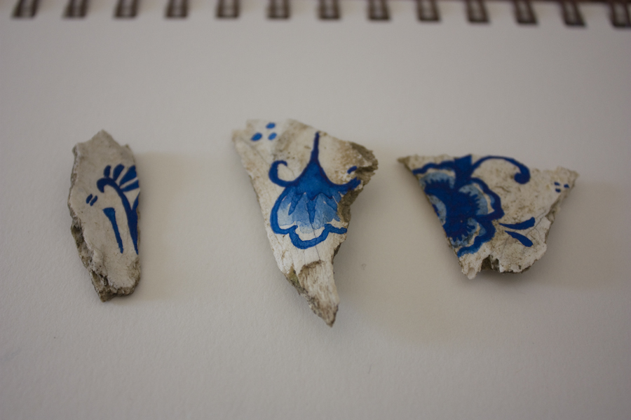 Bone found in Noepoli, hand painted in a Delfts Blauw inspired pattern.