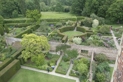 garden historian author and designer penelope hobhouse sees sissinghurst as the epitome of english garden traditions a translation of edwardian splendor - Garden Design Cottage Style