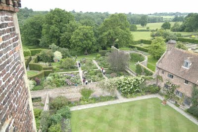 garden historian author and designer penelope hobhouse sees sissinghurst as the epitome of english garden traditions a translation of edwardian splendor