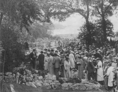 crowd+1936.jpg