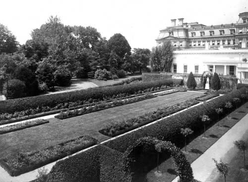 The first Rose Garden.  photo: Library of Congress