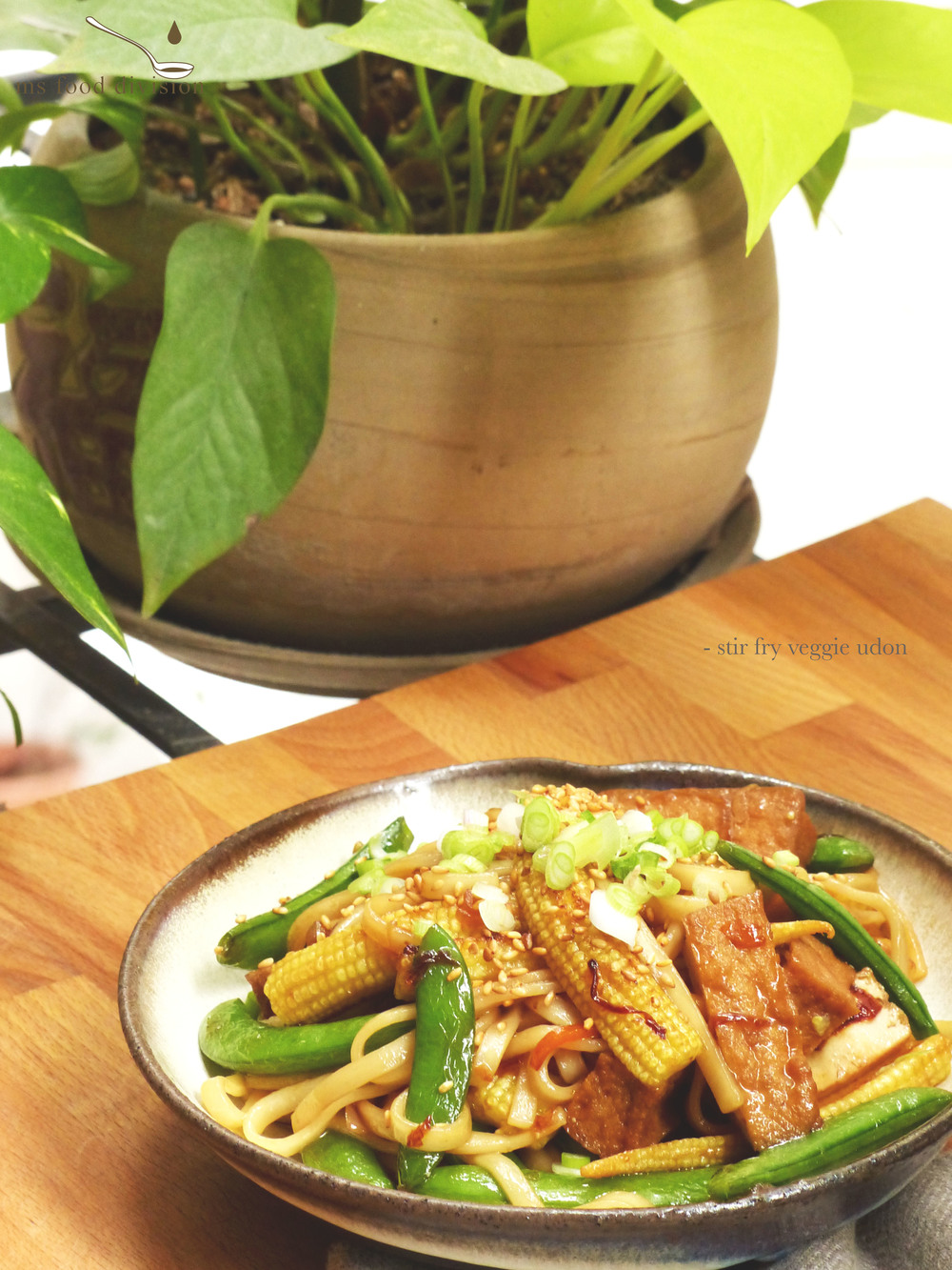 Ingredients (for 1 serving):    100g sugar snap peas  100g baby corn, halved  100g hard/fried tofu, quartered  1-2 spring onion, finely chopped  1 tbsp chopped ginger  1/2 carrot, julienned  100g cooked udon  1/4 cup rice wine  3 tbsp soy sauce  3 tbsp honey  2 tbsp sesame oil  2 tbsp sesame seeds  extra-virgin olive oil   Instructions:     1) Preheat the frying pan with olive oil, add garlic, spring onion, and ginger; stir and cook under medium heat for 2-3 minutes.    2) Add the chopped vegetables and stir; add rice wine, turn the heat to medium high and cook for 1 minute.  Let the alcohol evaporates, then reduce heat to medium low.        3) Add tofu and stir for 2-3 minutes, add udon, soy sauce and honey; stir evenly and cook for another 2-3 minutes.      4) Turn off the heat.  Add some sesame oil to the udon.      5) Transfer to the plate and garnish with some sesame seeds and chopped spring onion/coriander if you have any.  And it is ready to serve.  Simple and quick!