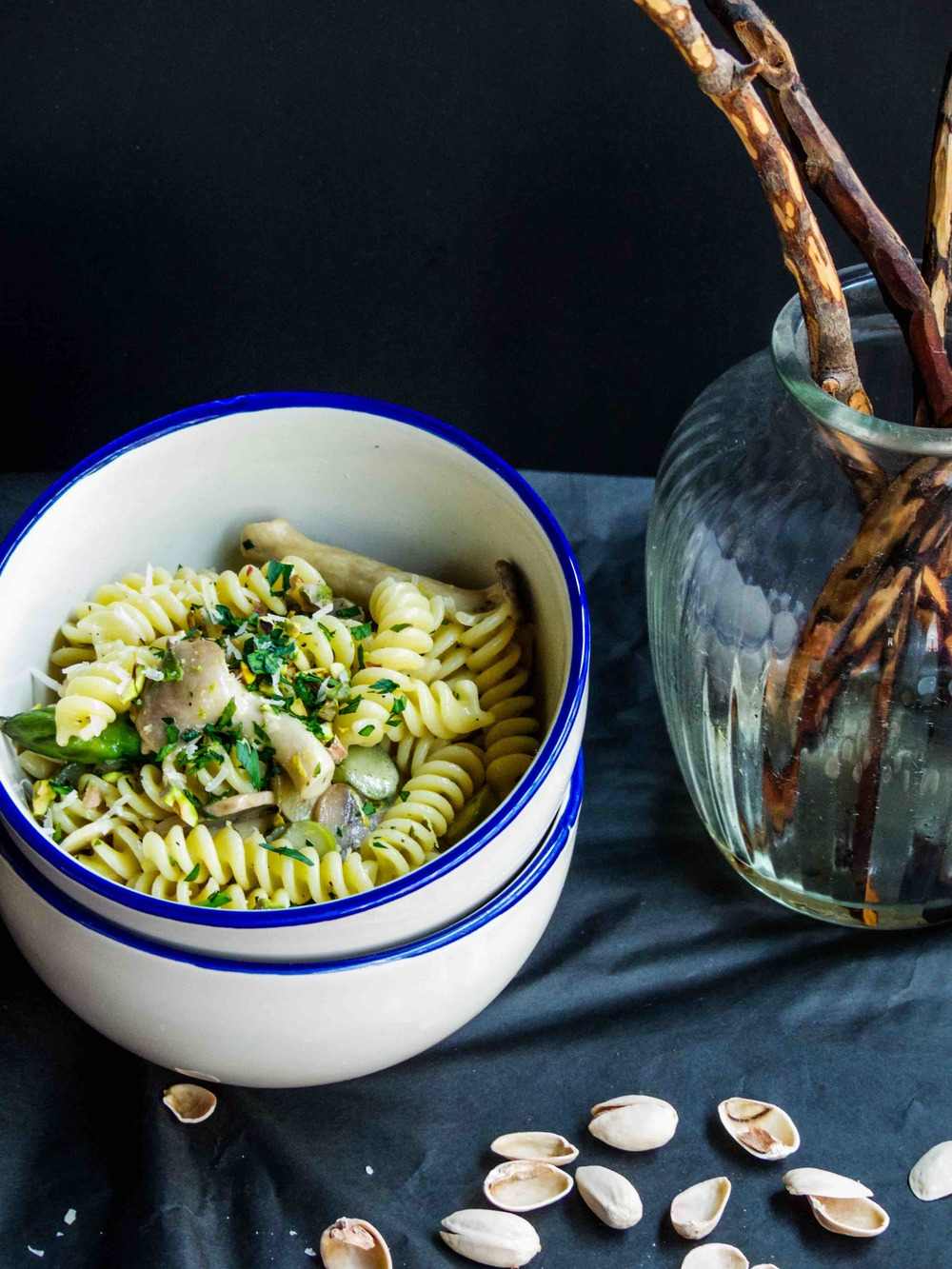 Asparagus and mushrooms in light cream sauce fusilli