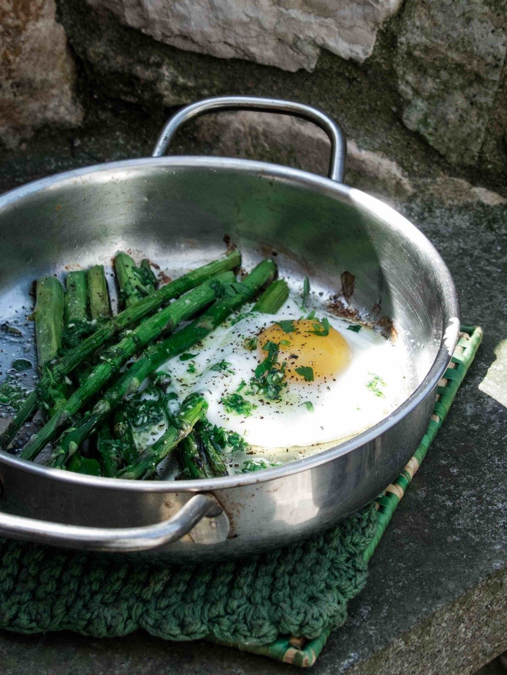 This dish is so easy to make.  Not much technique nor preparation is needed.  Season the asparagus with olive oil, salt and pepper.  Roast for about 15 minutes at 180-200ºC in oven and crack an egg to the baking dish and roast for a few more minutes before serving.