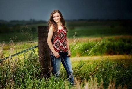 Macy. Senior. Riverside - Iowa