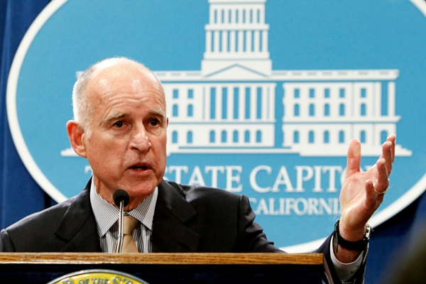 Jerry Brown, governador de California.