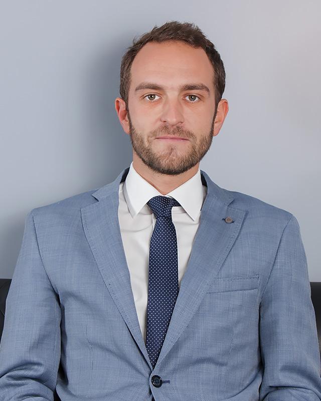 Guillermo Fernández Navarro - Co–director del despacho, es abogado penalista en ejercicio, licenciado en derecho por la Universidad Complutense de Madrid con un master en Derecho Penal y Procesal Penal del Ilustre Colegio de Abogados de Madrid.Es el encargado de la coordinación de la sección penal del despacho.