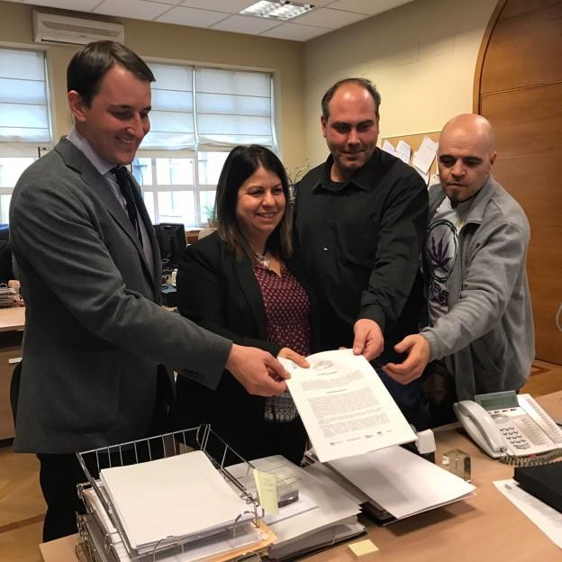 Regulación Responsable y Unidos Podemos presentando juntos en el Senado una de las Proposiciones No de Ley