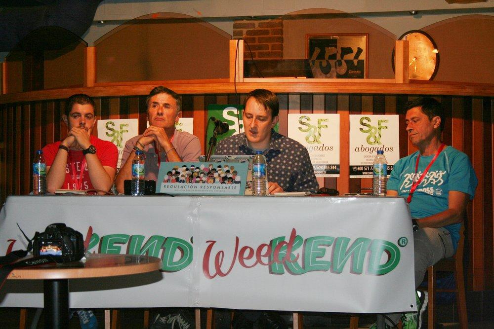 La Mesa del debate ofrecido por Regulación Responsable con (de izquierda a derecha) Javier Suárez, Kike López, Bernardo Soriano y Armando Fernández.