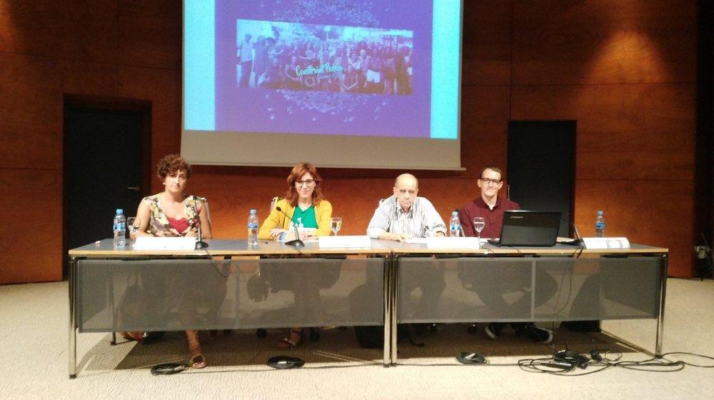 Las diputadas de Podemos Marta Maicas, Laura Camargo, el médico Luis Cros y el abogado y portavoz de Regulación Responsable Bernardo Soriano.