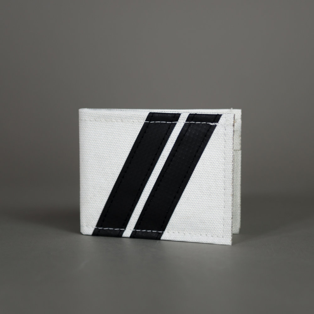 "CHIEF ROADTRIP - Bi-Fold Wallet Variants: White/Black/Red/Green/Blue/Orange Dims: 3.25""/4"" (folded)"