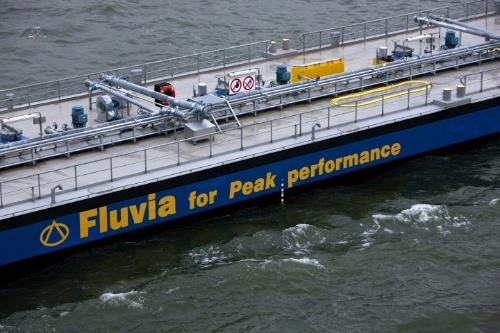 Fluvia Tanker Chartering - Tankerbevrachting   Scheepsmakelaars Fluvia Tanker Chartering is opgericht in 2005, maar ervaring van de medewerkers gaat al heel wat langer terug. Wij bieden oplossingen voor alle 'vloeibare' zeetransporten in bulk om zo uw logistiekeproces optimaal te organiseren. Uw vervoersprobleem is onze uitdaging!  Ongeacht welk vloeibaar product u wil verschepen, als tankerbrokers vinden wij de juiste scheepsruimte voor bv. vloeibare chemicaliën, oplosmiddelen, enz.  Hoe groot of klein de lading ook is (min. 500 ton), met onze deskundigheid lokaliseren voor u het juiste schip. Vanof naar elke bestemming ook ter wereld, wij behandelen uw aanvraag. Dankzij ons wereldwijde netwerk vanreders laten wij uw lading vervoeren waar en wanneer u dat wenst.  Ons team van ervaren brokers biedt u een dienstenpakket aan dat alle activiteiten in tanker chartering omvat,van spot chartering tot tijd-bareboat charters, bevrachtingcontracten en speciale projecten.  Bovendien stellen wij integrale vervoerspakketten samen, zoals zeevaartcontracten gecombineerd met overslag,binnentankvaart en/of tankopslag, vervoer met zgn. parceltankers gecombineerd met overslag in coasters voordoorvoer naar vele bestemmingen.  Met onze ervaring, marktkennis en persoonlijke aanpak is Fluvia Tanker Chartering uw betrouwbare partner in hetcommerciële beheer van schepen.