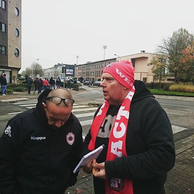 Danny werft steunende leden à volonté! #coyr #Antwerp #ACTasONE