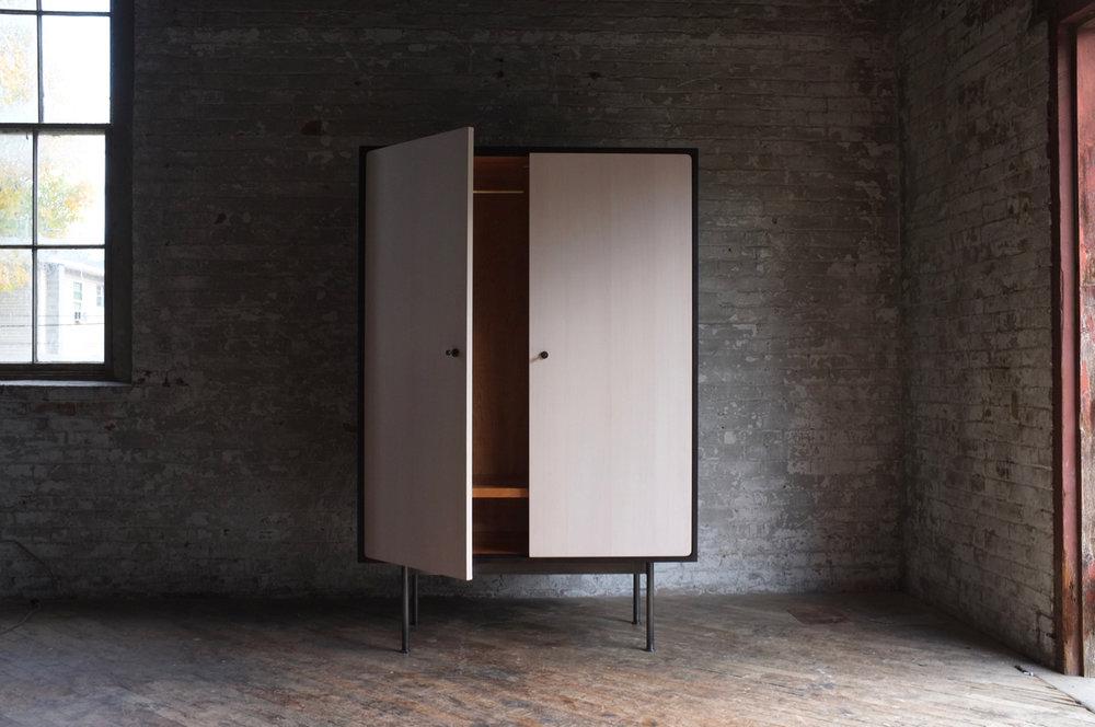 armoire!.jpg