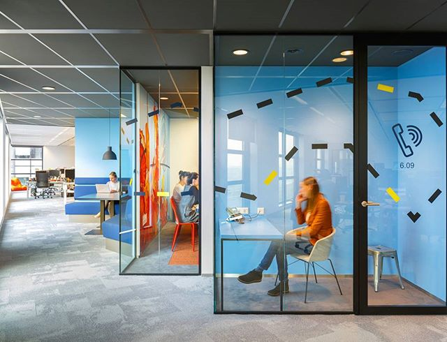 How can you create conditions to support better, more creative thinking in the office? One key way is through Variety and Movement in Space Design. Providing an array of work settings allows employees to control their work conditions and choose the appropriate space for their type of work.