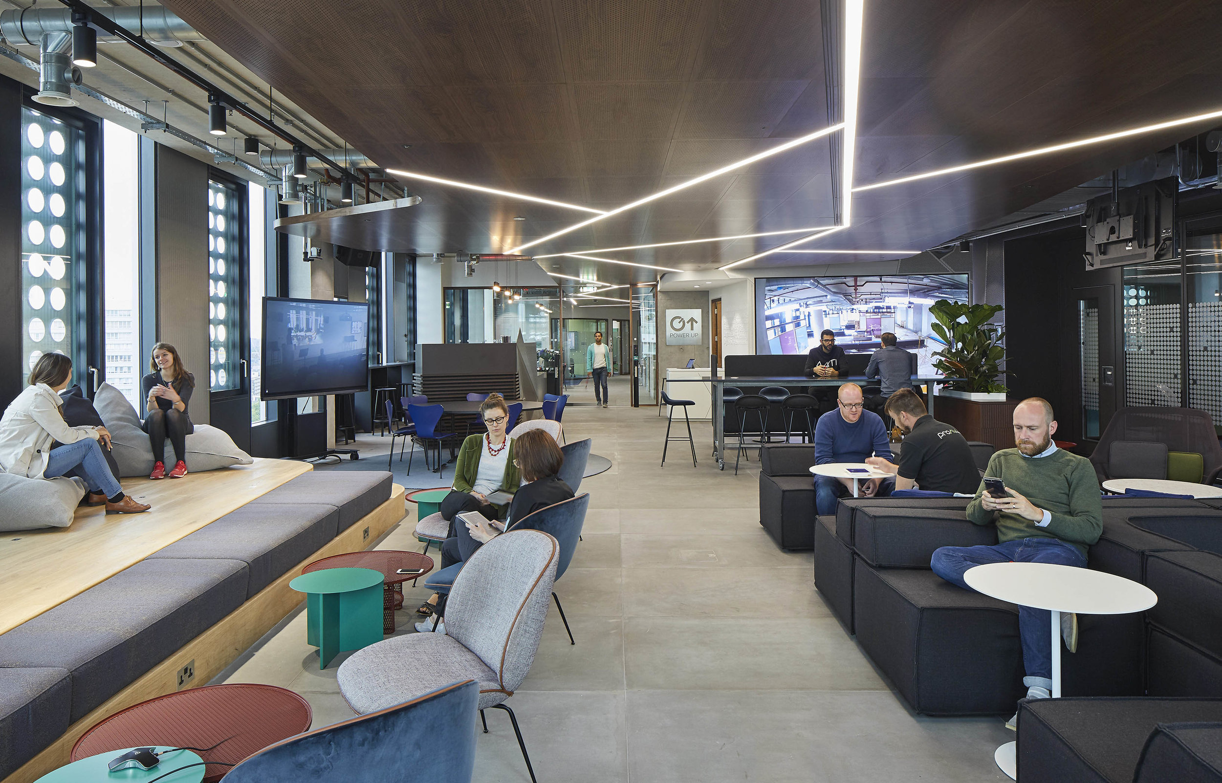 Capital Oneu0027s Dynamic New London Office Designed To Suit A Growing Business  U0026 Flexible Working Culture
