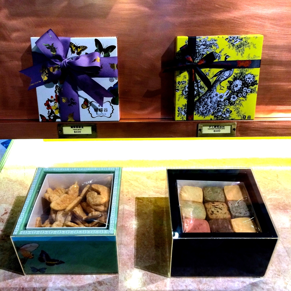 some close-ups of the biscuit gift boxes.