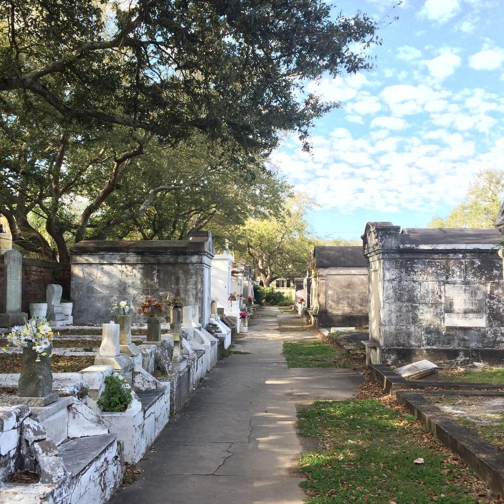 lafayette-cemetery-no1-walk