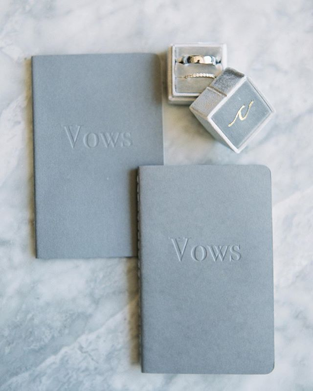 Never met a shade of grey we didn't like. Loved these simple linen stitched vow books from Claire & Derek's intimate wedding at @sustonewinery. ⠀⠀⠀⠀⠀⠀⠀⠀⠀ Photography: @kelseaholderphoto. As Seen On: @magnoliarouge.