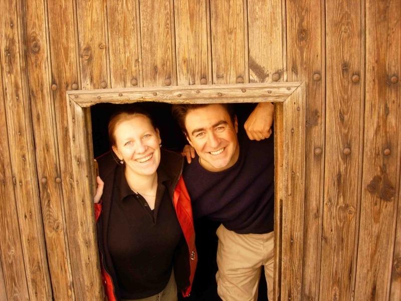 Patrici et Luc BETTONI, dans leur chai (Domaine Les Eminades à Saint-Chinian)