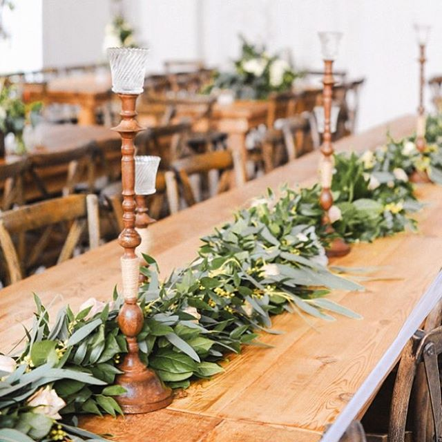 Farm house tables + lots of greenery 😍😍