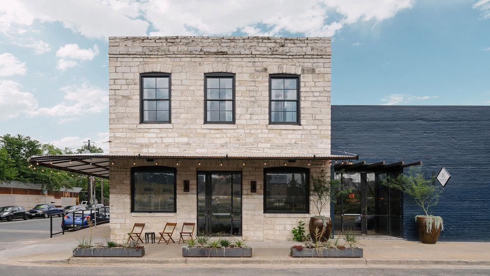 native hostel and bar & kitchen 02