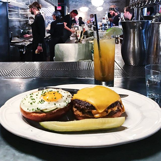 Worth the wait 😅🍔🍳 @auchevalchicago