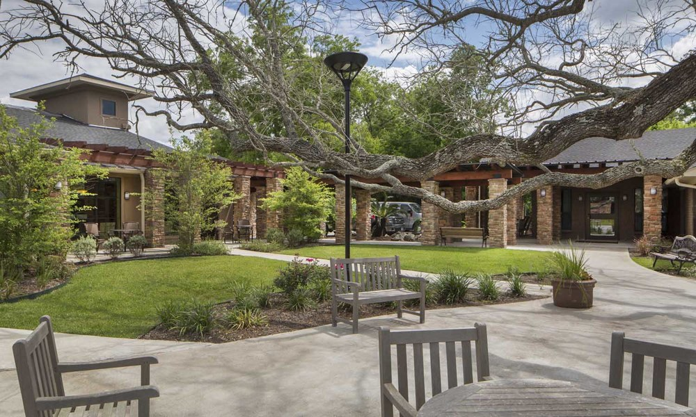 Country Village Care Angleton TX Courtyard