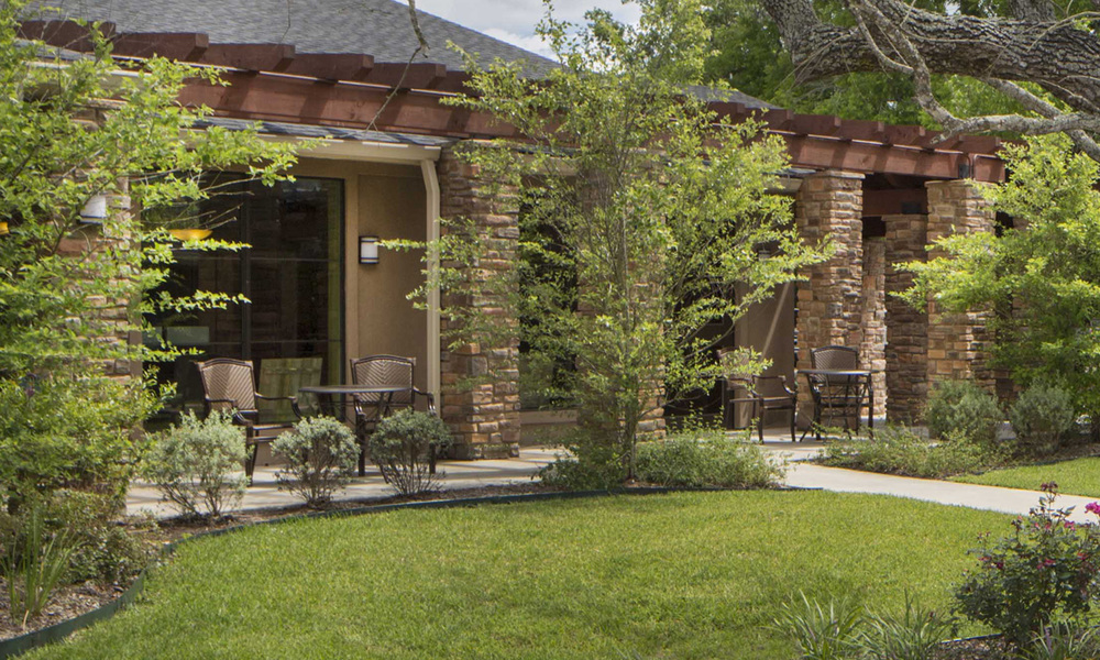 Pi Architects CVC Grether Angleton Assisted Living courtyard.jpg
