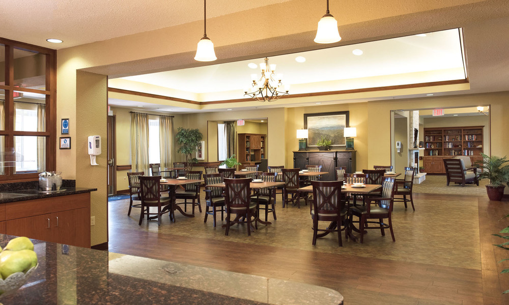 Pi Architects Crown Point Health Suites Post acute rehab Diamond House dining room.jpg