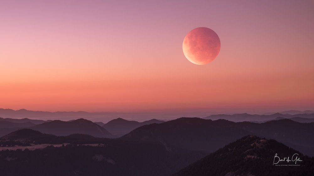 Super Blood Moon Photographed at Diege Peak at Mt. Rainier
